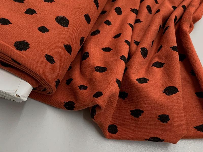 Bio Kuschelsweat rost rot mit crazy Dots